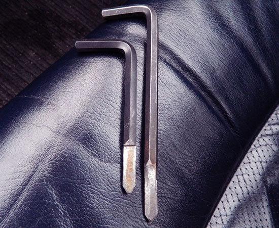 Как открыть ВАЗ-2114 без ключа: видео