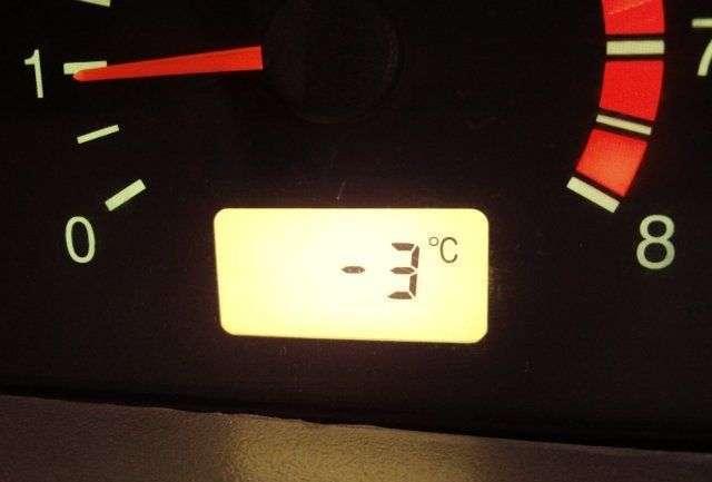 Где находится датчик температуры на ВАЗ-2115?
