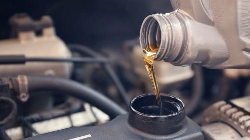 Почему нельзя постоянно доливать масло вместо замены на новое?