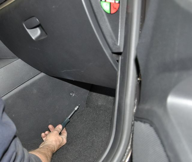Замена салонного фильтра Лада Веста своими руками: пошаговая видеоинструкция