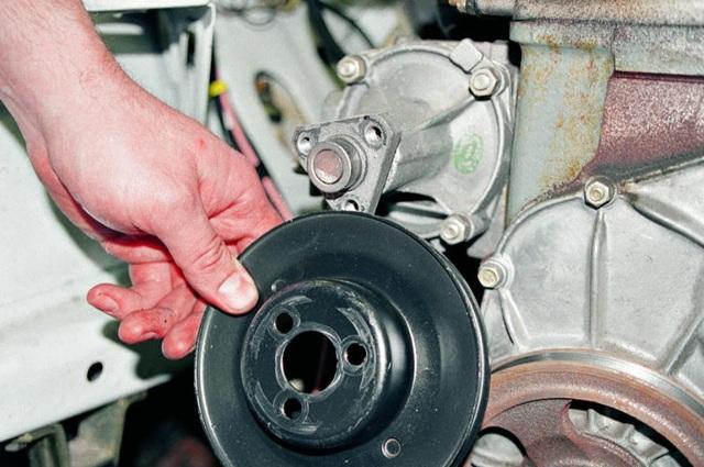 Как самостоятельно поменять помпу на ВАЗ 2107: инструкция