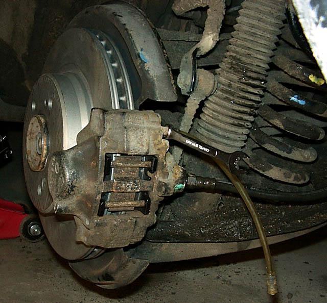 Как прокачать тормоза на ВАЗ-2109 (карбюратор, инжектор) одному: пошаговая инструкция