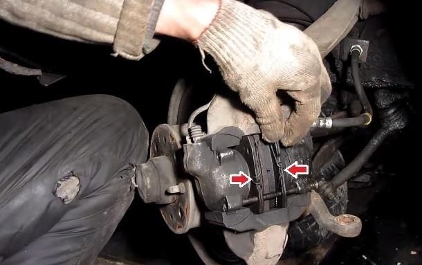 Замена задних тормозных колодок ВАЗ-2107 своими руками: пошаговая видеоинструкция