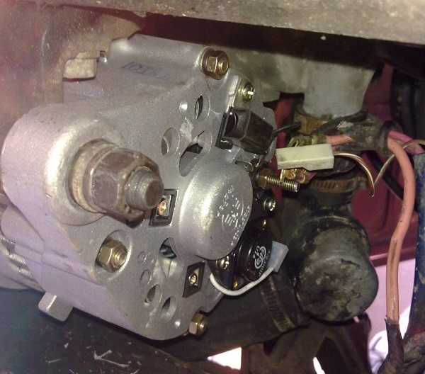 Схема подключения генератора ВАЗ-2105 (карбюратор, инжектор) своими руками: видеоинструкция
