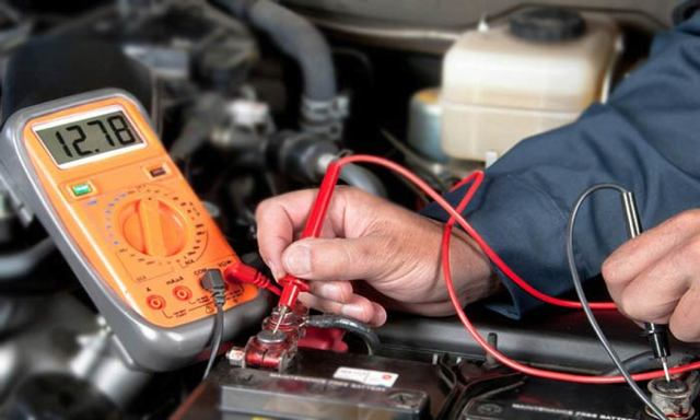 Тускло горит лампа зарядки аккумулятора на ВАЗ 2110: причины, что делать?
