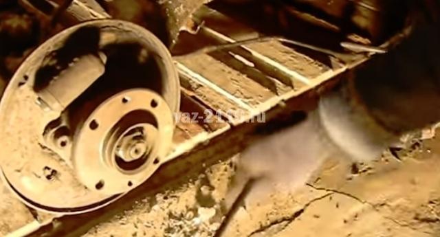 Как производится замена троса ручного тормоза ВАЗ 2110: инструкция