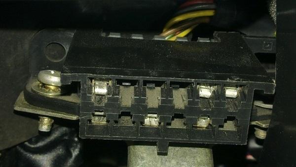 Диагностический разъем ВАЗ-2112 старого и нового образца: распиновка, где находится?