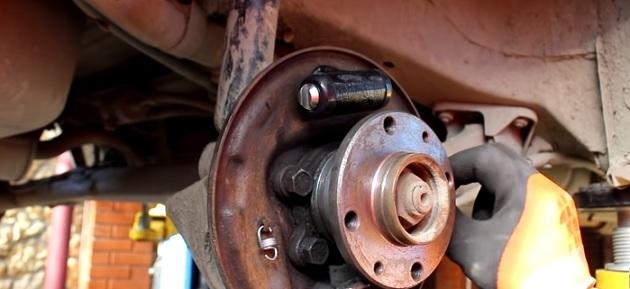 Замена заднего тормозного цилиндра ВАЗ-2110: видео пошаговое