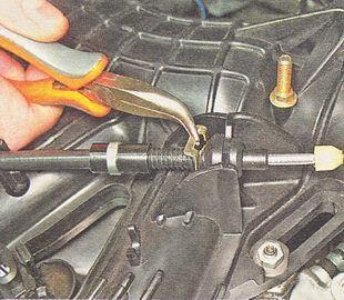 Замена тросика газа на ВАЗ-2110 инжектор: инструкция