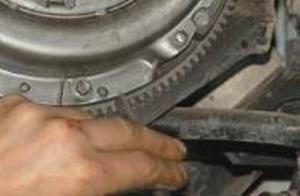 Как делается замена сцепления Нива Шевроле своими руками