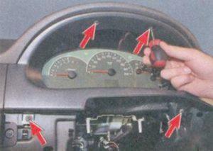 Как снять щиток приборов на Лада Приора своими руками: видеоинструкция