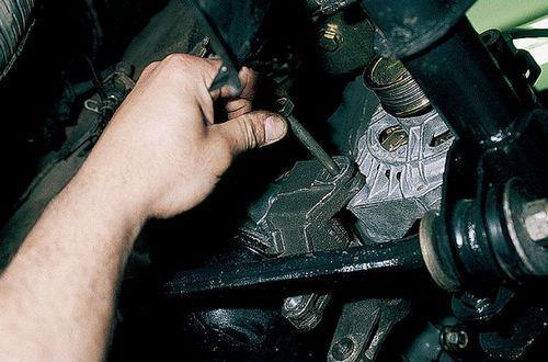 Замена щёток генератора ВАЗ-2110, не снимая генератор: инструкция