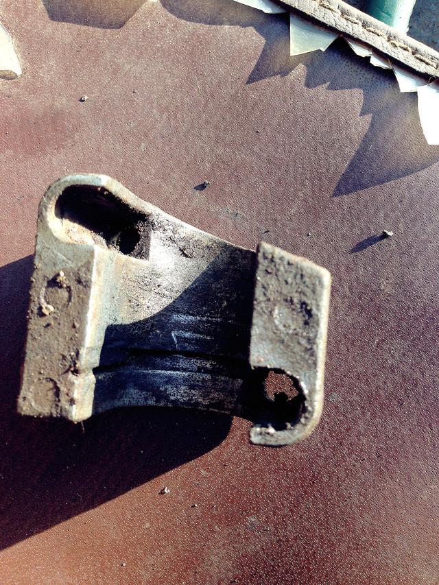 Где находится главный цилиндр сцепления Шевроле Нива и его описание